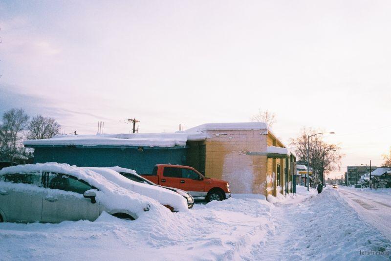 被雪覆盖的车