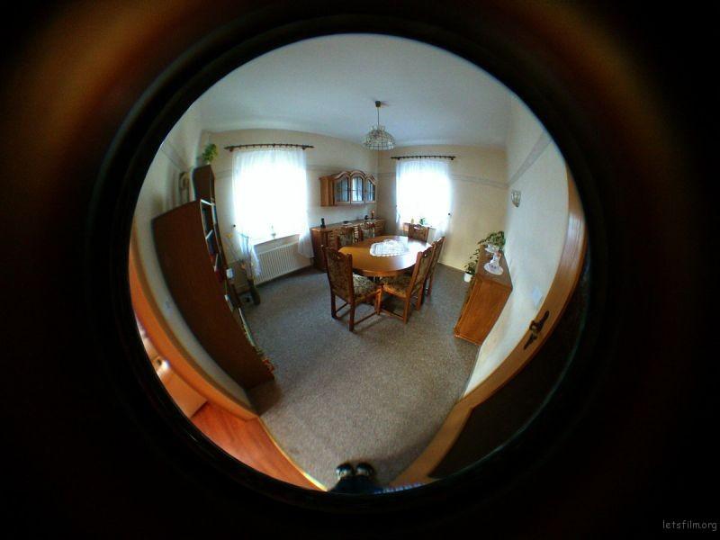 圆形鱼眼镜头的效果 Via Wikipedia