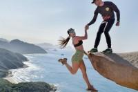 情侣在悬崖上的「极限照片」 只要技巧对了每个人都可以做得到