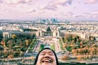 为了对抗Instagram 假掰旅游美照这个女孩发明了夸张「双下巴旅行自拍」走红!