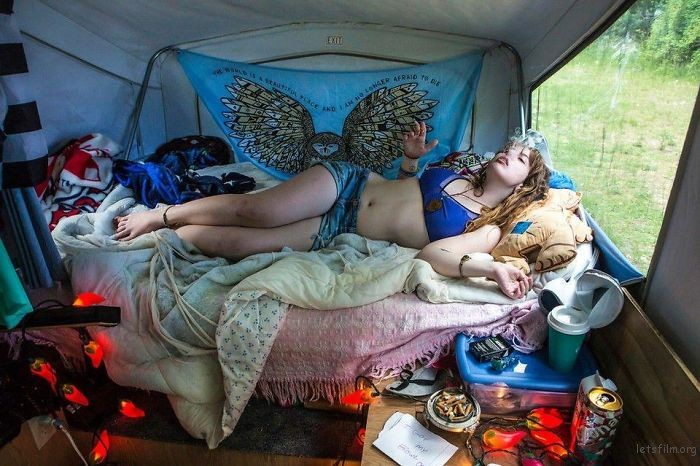 Photo-contest-shows-people-from-different-parts-of-the-USA-in-their-rooms-59d189a059cae__700