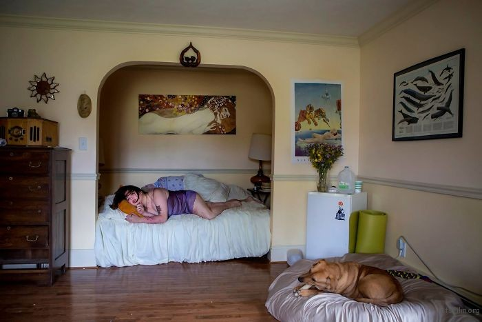 Photographs-shows-in-contest-people-from-different-parts-of-the-USA-in-their-rooms-59d22e843bd4f__700