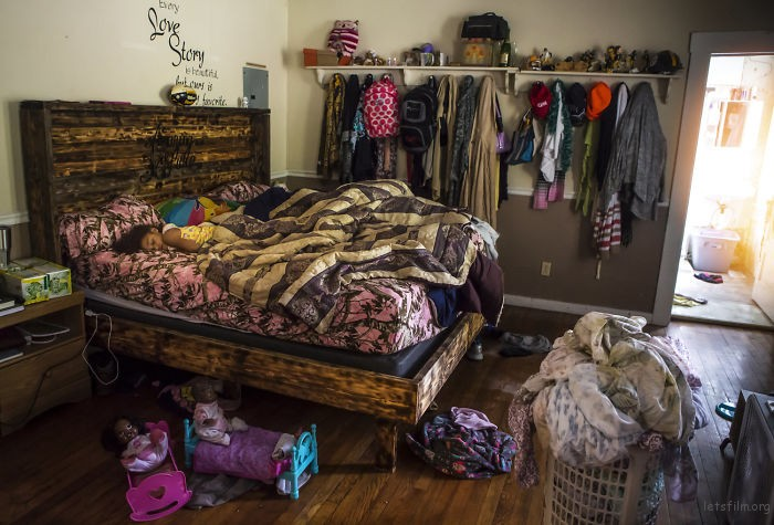Photographs-shows-in-contest-people-from-different-parts-of-the-USA-in-their-rooms-59d22e99ded3c__700