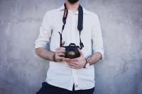 没有金刚铁手?这几种手持相机防抖姿势你都学会了吗?