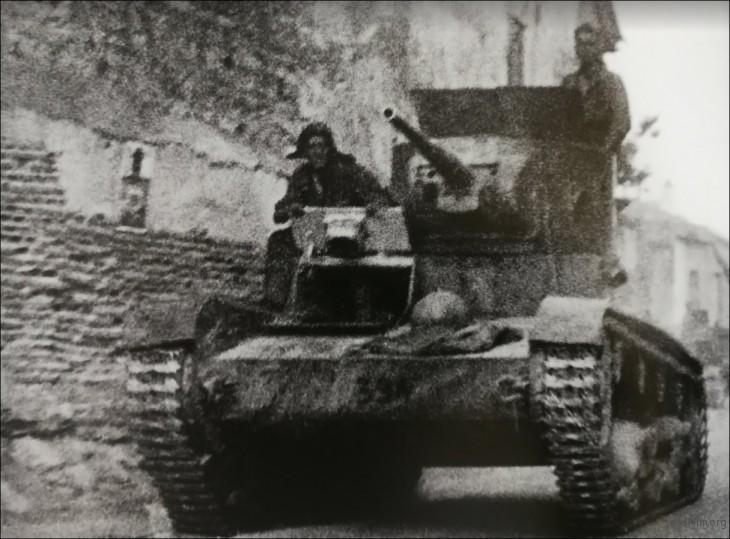 Gerda Taro 在 Brunete 拍摄到的坦克车