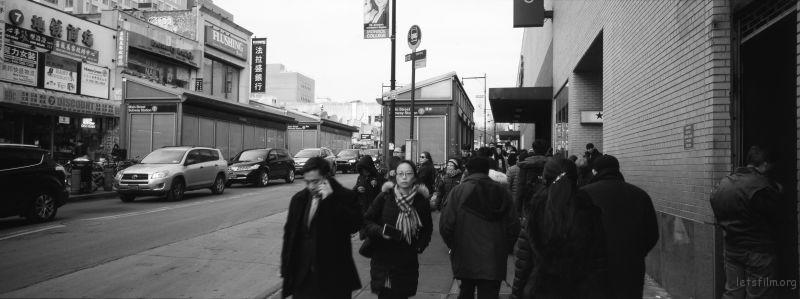 纽约Flushing的街头行人