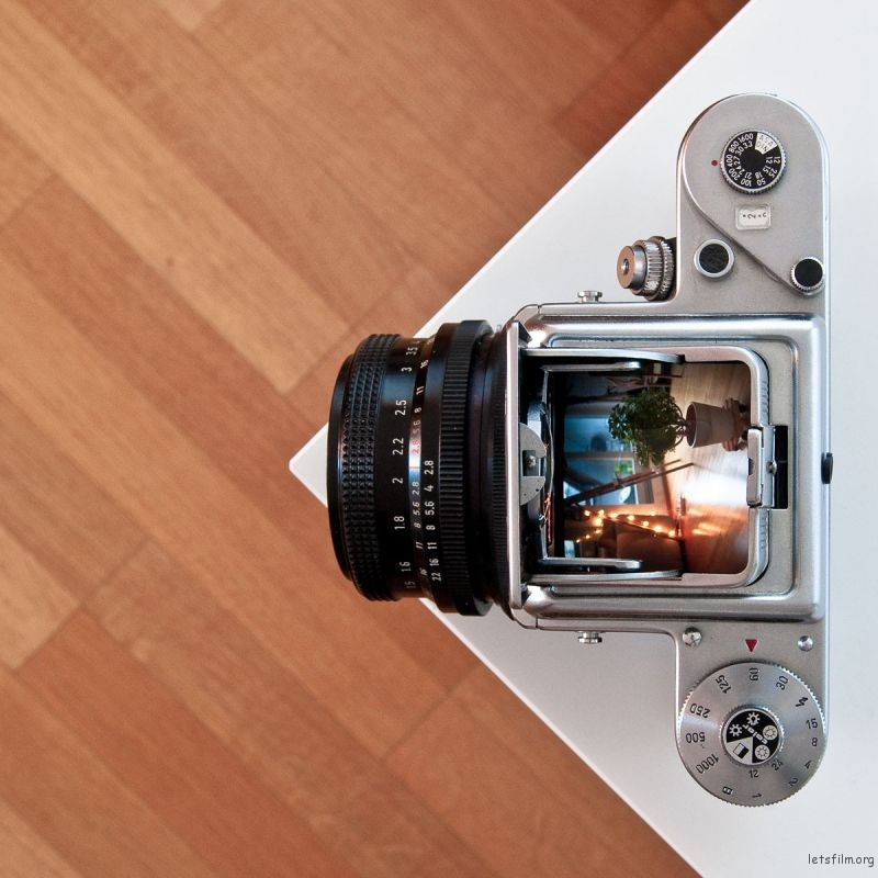Waist-level_viewfinder_-_Pentacon_six_TL_medium_format_(6×6)_camera