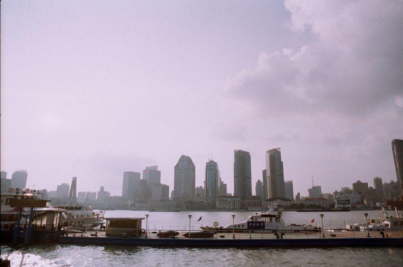 第一次来到上海 也是生平第一次坐比较大的船 很爽