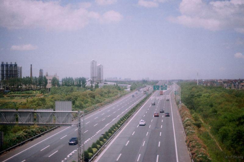 从上海至宁波的途中拍摄  坐的应该是高铁  经过的什么城镇具体忘记了