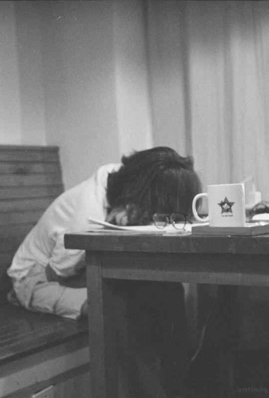 睡姿里的疲惫。