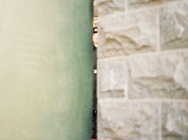 路过正巧瞟到门缝中挺拔的身影 本都走过去又折返 幸亏返回去