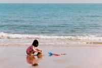 [22082] 我们还会去春天的海边,听海浪讲远方的故事。